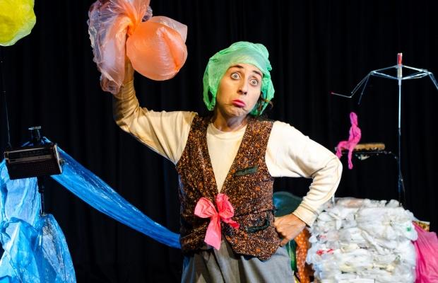 בת המלכה והירח, הצגת ילדים, תיאטרון בובות בתיאטרון הקרון